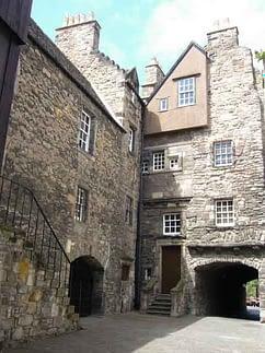 Bakehouse Close Outlander film location in Edinburgh