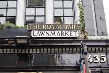 This image has an empty alt attribute; its file name is Royal-Mile-sign-2-This-is-Edinburgh.jpg